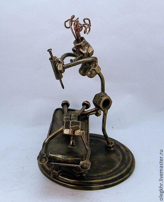 Миниатюрные модели ручной работы. Ярмарка Мастеров - ручная работа. Купить Медсестра и пациент. Handmade. Гайки, медсестра, человечки из гвоздей