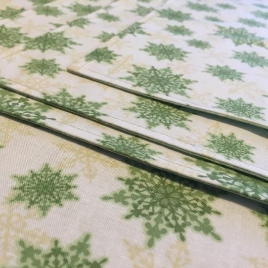 """Кухня ручной работы. Ярмарка Мастеров - ручная работа. Купить Салфетки """"Зеленые снежинки"""". Handmade. Мятный, новогодний подарок"""