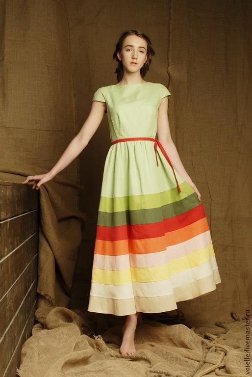 Платье в пол льняное приталенное, с юбкой в сборку в бохо стиле, летнее длинное, ярусное в полоску, на каждый день, длина макси, светлое салатовое бохо-платье с короткими рукавчиками и пояском