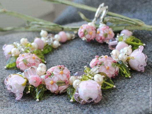 Комплект украшений лэмпворк нежно розовые розы Комплект украшений состоит из браслет лэмпворк и серьги лэмпворк