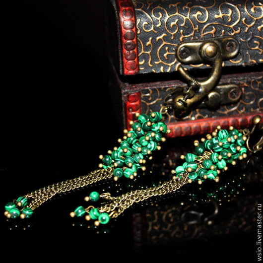 Клипсы(серьги) длинные с малахитом `Волшебница`
