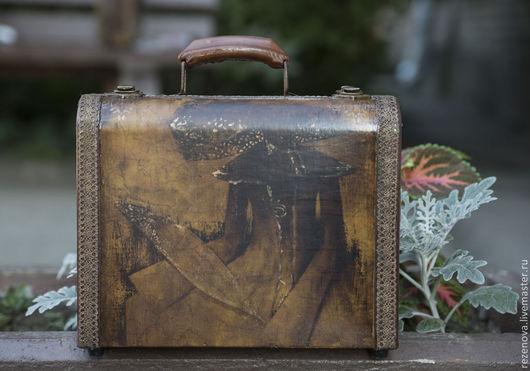 """Чемоданы ручной работы. Ярмарка Мастеров - ручная работа. Купить Чемоданчик """"Таинственная незнакомка"""". Handmade. Чемоданчик, сумка с декором, подарок"""