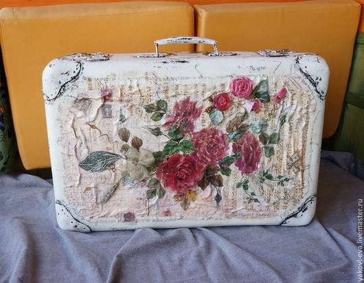 Декупаж.Декор старого чемодана.Замечательный большой фибровый чемодан в стиле винтаж, полностью в рабочем состоянии