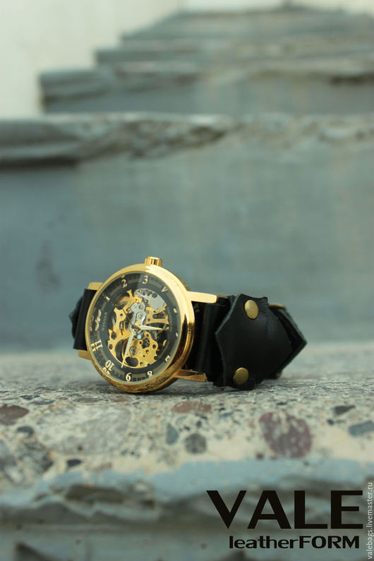 Часы наручные женские на браслете черный цвет