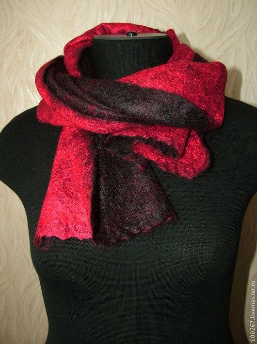 """Шарфы и шарфики ручной работы. Ярмарка Мастеров - ручная работа. Купить Купить женский шарф """"Красное и черное"""". Купить шарф. Handmade."""