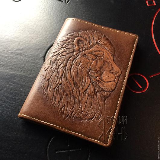Подходит для всех видов паспортов, как общегражданских так и заграничных. ЛЕВ — царь зверей, один из самых часто встречающихся символов храбрости, быстроты, стойкости, силы.