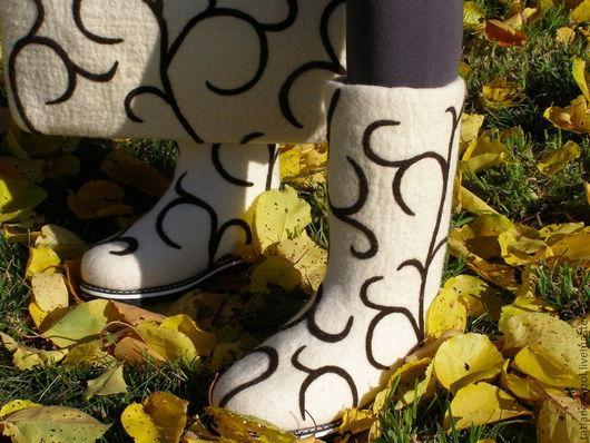 """Обувь ручной работы. Ярмарка Мастеров - ручная работа. Купить Комплект """"Шоколадные узоры"""". Handmade. Белый, Сапожки, шерсть кардочёс"""