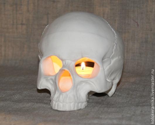 череп-подсвечник