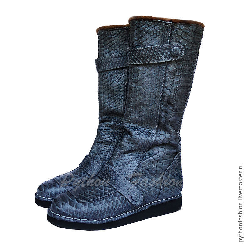 Boots made of Python. Fur winter boots fur boots from Python with a natural sheepskin. A lightweight but warm winter shoes handmade. Stylish winter boots from Python to fur. Natural boots custom made.