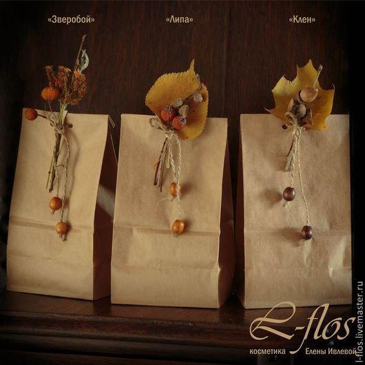 Подарочная упаковка с бутоньеркой из сухоцветов