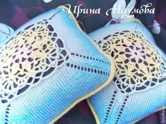 Комплект из 2-х подушечек , кружевные, из шерсти немецкого производств.  40*40 см. Оттенки розового, голубого,желтого.Основной цвет голубой. Одна сторона кружевная. Обратная сторона - лицевая гладь. М