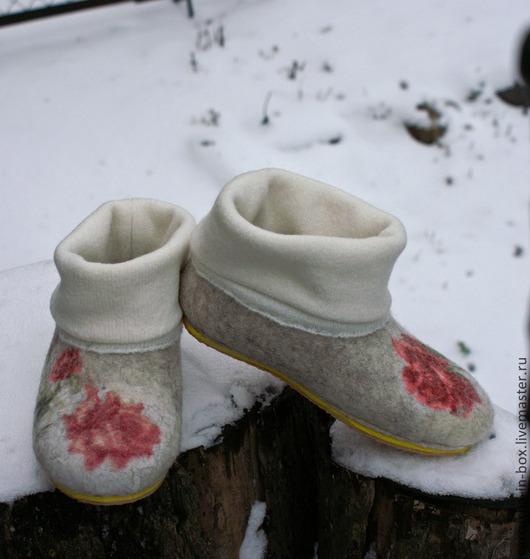 Обувь ручной работы. Ярмарка Мастеров - ручная работа. Купить чуни для Дома. Handmade. Неокрашенная шерсть, ручная работа, трикотаж