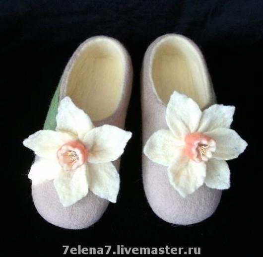 """Обувь ручной работы. Ярмарка Мастеров - ручная работа. Купить Тапочки домашние """"Нарцисс"""". Handmade. Домашние тапочки, ручная работа"""