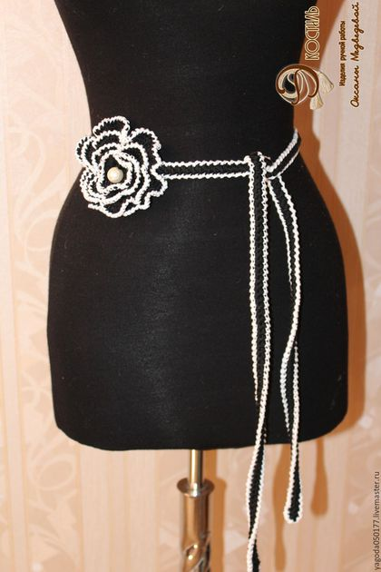 Пояса, ремни ручной работы. Ярмарка Мастеров - ручная работа. Купить Пояс вязаный. черно-белый с объемным цветком.. Handmade.