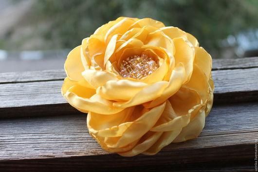 """Броши ручной работы. Ярмарка Мастеров - ручная работа. Купить Брошь-цветок """"Шафрановый жёлтый"""". Handmade. Желтый, брошь цветок"""