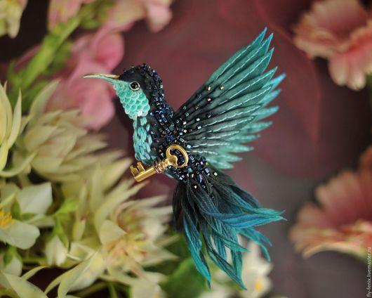 Броши ручной работы. Ярмарка Мастеров - ручная работа. Купить брошь - птица колибри. Изумрудница. Handmade. Колибри, маленькая брошь