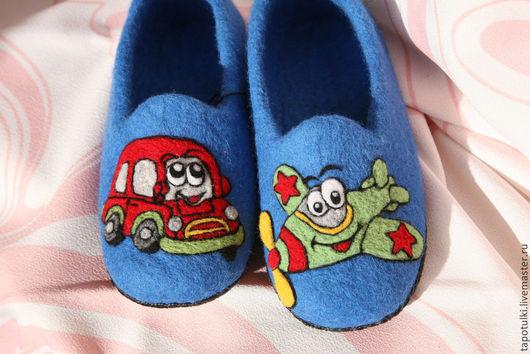"""Обувь ручной работы. Ярмарка Мастеров - ручная работа. Купить Тапочки детские """"Машинка"""". Handmade. Синий, тапочки из шерсти, машинки"""