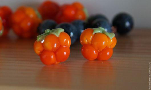 Серебряные серьги с морошкой из муранского стекла в авторской технике лэмпворк `Царская ягода`