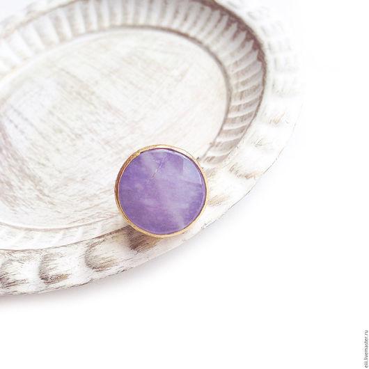 Кольца ручной работы. Ярмарка Мастеров - ручная работа. Купить Круглое кольцо с нефритом сиреневого цвета. Handmade. Подарок, латунь