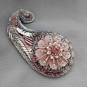 Украшения ручной работы. Ярмарка Мастеров - ручная работа брошь Пейсли розовый, вышивка бисером, золотое шитье. Handmade.