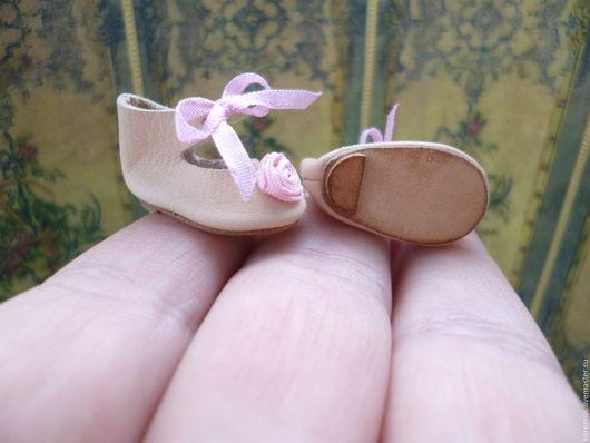 Одежда для кукол ручной работы. Ярмарка Мастеров - ручная работа. Купить Кожаные туфельки с каблуком для куклы, длина 25,5 мм. Handmade.