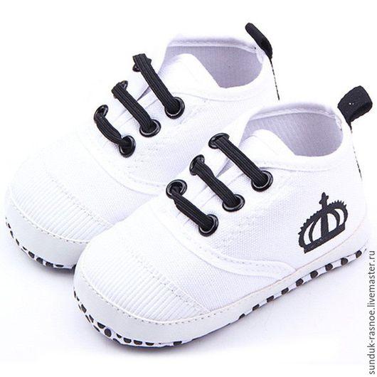 """Куклы и игрушки ручной работы. Ярмарка Мастеров - ручная работа. Купить Обувь для кукол """"Кеды корона"""". Handmade. Обувь для кукол"""