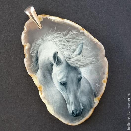 """Кулоны, подвески ручной работы. Ярмарка Мастеров - ручная работа. Купить Кулон """"Белый конь"""" - миниатюрная живопись.. Handmade. Конь"""