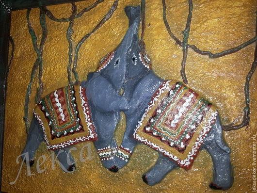 Декоративное панно `Слоники`  . Стильное настенное панно с барельефом. Необычный подарок на любой случай. . Настенное панно в этно-стиле. Авторское панно.