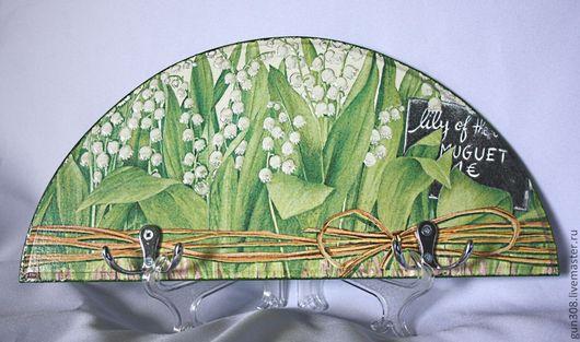 """Кухня ручной работы. Ярмарка Мастеров - ручная работа. Купить Вешалка-ключница-панно """"Ландыши"""". Handmade. Зеленый, вешалка декупаж"""