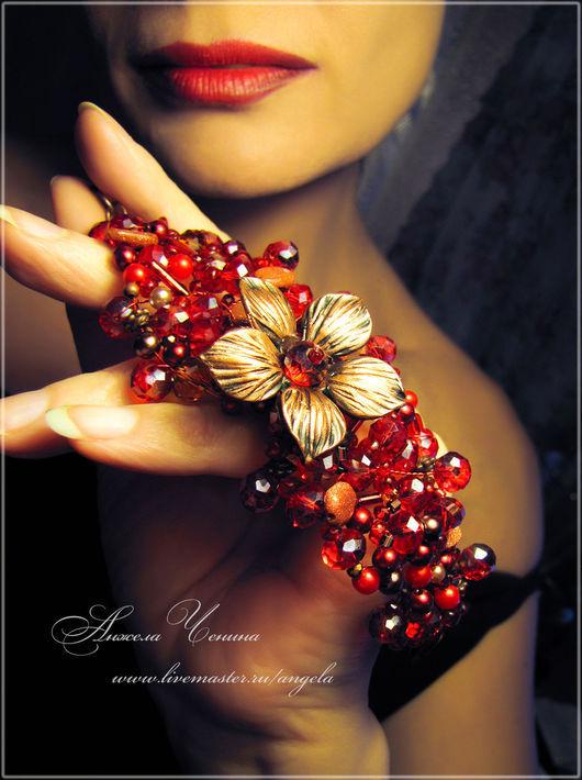 Необычный браслет ярко-красного цвета с медным цветком.  Ярко-красный браслет с омедненным цветком.  Красный браслет в готическом стиле с медным цветком.