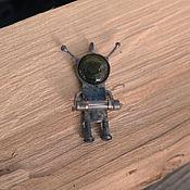 Украшения ручной работы. Ярмарка Мастеров - ручная работа Подвеска робот пришелец в стиле киберпанк Космобот UFO1. Handmade.