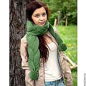 Аксессуары ручной работы. Ярмарка Мастеров - ручная работа Шарф вязаный с косами / помпонами зеленый (бежевый, трава, зелень). Handmade.