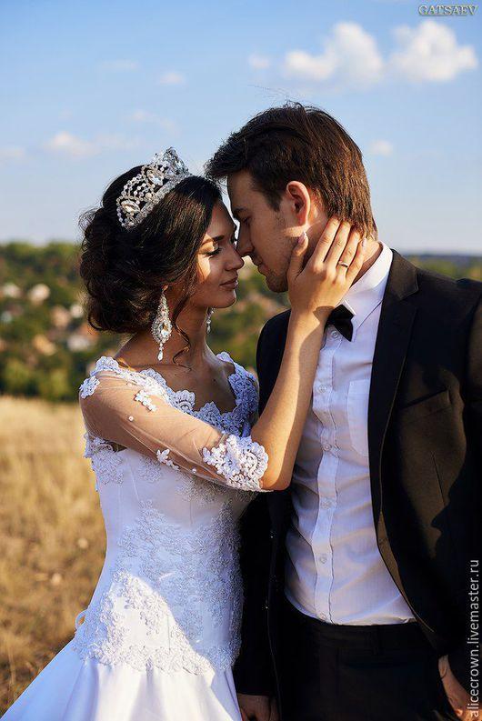 """Свадебные украшения ручной работы. Ярмарка Мастеров - ручная работа. Купить Свадебный набор """"Emma"""" тиара, серьги и нашивка на пояс. Handmade."""