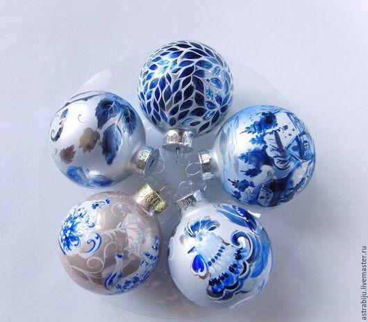 комплект шаров в холодной гамме расписные шары подарки к новому году
