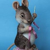 Куклы и игрушки ручной работы. Ярмарка Мастеров - ручная работа Мышка - вышивальщица. Handmade.