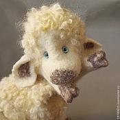 Куклы и игрушки ручной работы. Ярмарка Мастеров - ручная работа Белая овечка с бубенчиками. Перчаточная кукла.. Handmade.