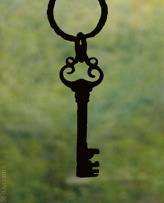 Старинный ключ 17 века на кольце-связке. Оберег `Старинный ключ`