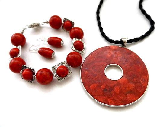 """Комплекты украшений ручной работы. Ярмарка Мастеров - ручная работа. Купить Комплект из красного коралла """"Символ страсти""""  браслет, кулон, серьги. Handmade."""