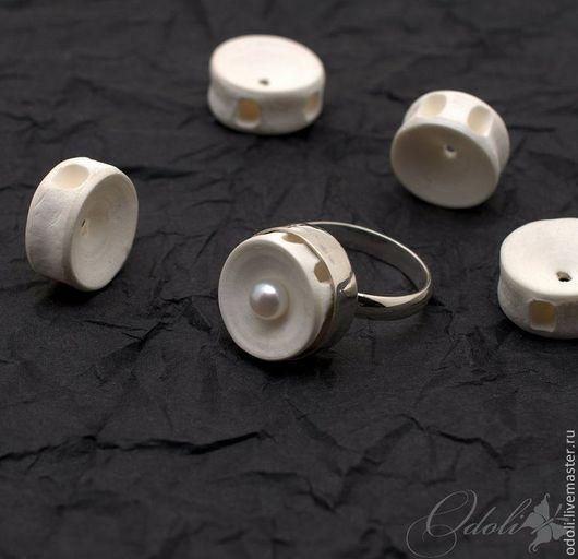 Кольца ручной работы. Ярмарка Мастеров - ручная работа. Купить Серебряное кольцо с позвонком акулы и жемчугом. Handmade. Кольцо, позвонок
