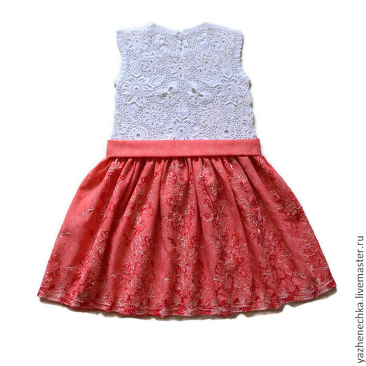 Платье для девочки, рост 128 см. Ирландское кружево. Вид спереди, с пояском.