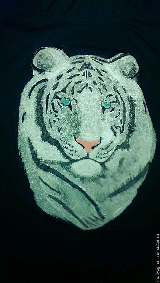 Футболки, майки ручной работы. Ярмарка Мастеров - ручная работа. Купить Белый тигр. Handmade. Чёрно-белый, уникальный подарок