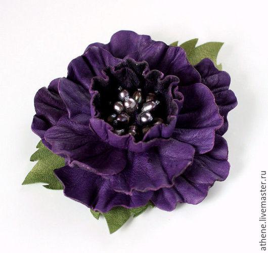 Броши ручной работы. Ярмарка Мастеров - ручная работа. Купить Брошь-цветок из кожи фиолетовый. Handmade. Тёмно-фиолетовый