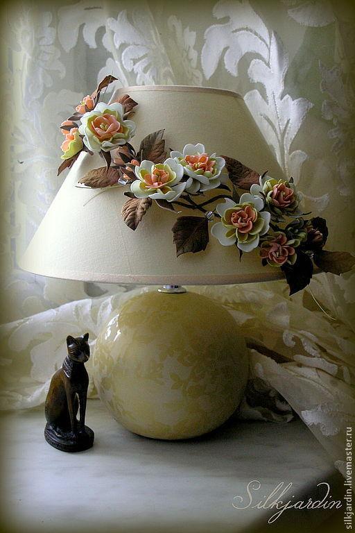 Освещение ручной работы. Ярмарка Мастеров - ручная работа. Купить Лампа настольная с цветочным декором из фоамирана. Handmade. Кот, АБАЖУР