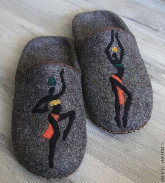 """Обувь ручной работы. Ярмарка Мастеров - ручная работа. Купить Тапки мужские """"Мечты...о странствиях"""". Handmade. Темно-серый"""
