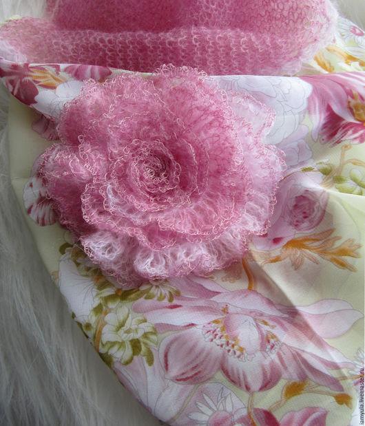 """Шарфы и шарфики ручной работы. Ярмарка Мастеров - ручная работа. Купить """"Нежность"""" -шарф-снуд из шифона, кид-мохера и брошь-роза. Handmade."""