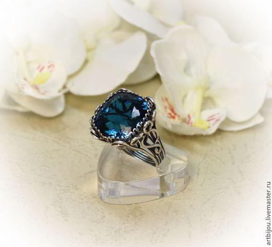 В живую камень не просто синий, а сине-зеленый