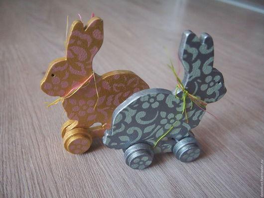 """Статуэтки ручной работы. Ярмарка Мастеров - ручная работа. Купить Игрушка на колесах """"Кролик"""". Handmade. Комбинированный, акриловые краски и лак"""
