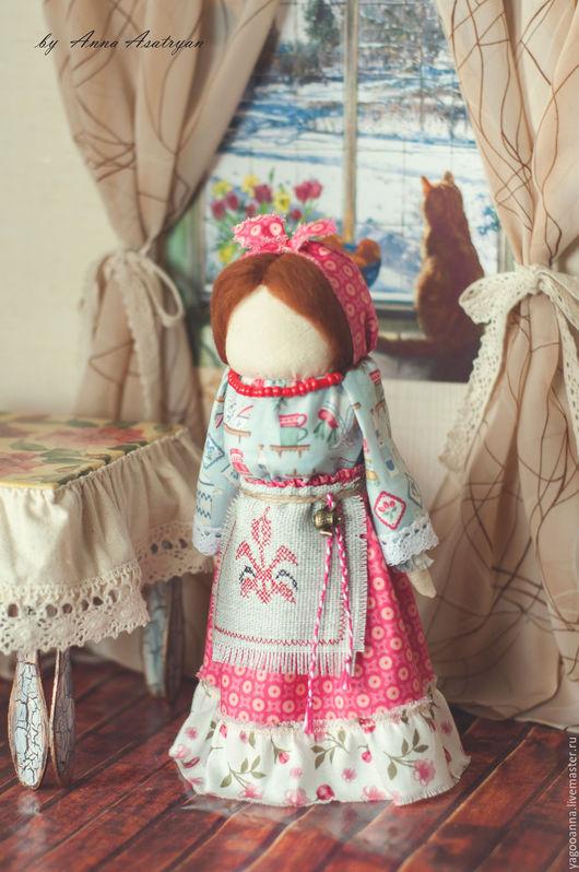 Народные куклы ручной работы. Ярмарка Мастеров - ручная работа. Купить Берегиня дома.Обережная куколка.... Handmade. Коралловый, оберег
