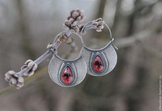 """Серьги ручной работы. Ярмарка Мастеров - ручная работа. Купить Серьги серебряные """"Тюльпаны"""" с гранатом. Handmade. Бордовый, цветы"""
