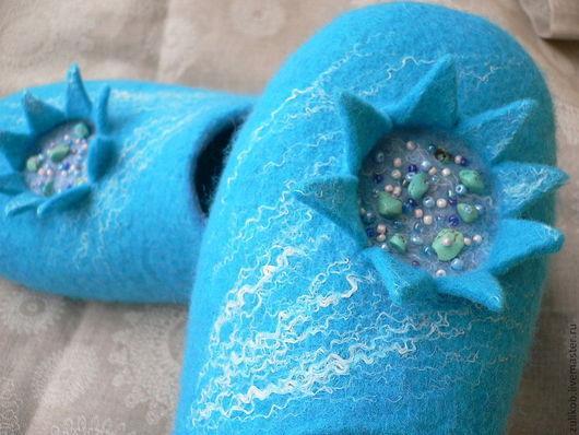 """Обувь ручной работы. Ярмарка Мастеров - ручная работа. Купить тапочки валяные """" Blue lagoon"""". Handmade. Тапочки домашние"""